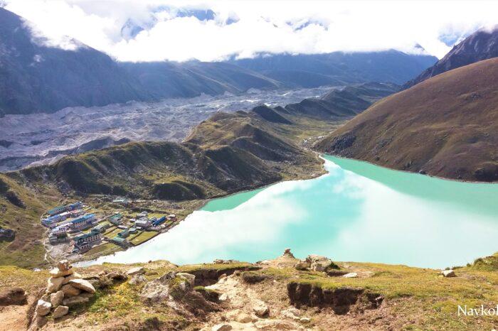 Трек до базового табору Евересту через озера Гокіо